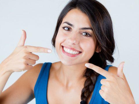 beneficios ortodoncia clinica dental parla chica mostrando dientes
